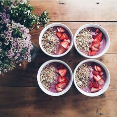 There ain't never too many smoothie bowls. @breakfastwanderlust  by @bryni #breakfastcriminals