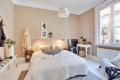 aranżacja sypialni w bieli i beżu