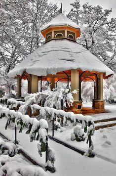 Snow Gazebo, Greensboro, North Carolina  photo via roxanne