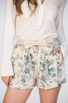 This lightweight, easy to wear shorts are perfect for the summer heat!  In a pretty floral pattern, you want to...