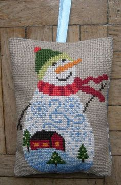 Bonhomme De Neige by Gazette94. I'm currently stitching this one