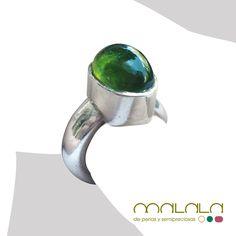 #anillo de #plata con una gran #turmalina verde. Grande, rotundo y muy elegante. Imposible pasar desapercibido ;-)