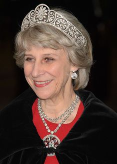 The Duchess of Gloucester, who celebrated her birthday on Sunday, wears Queen Mary's Honeysuckle Tiara at a Guildhall banquet for the President of Singapore, 22 October 2014 Royal Crown Jewels, Royal Crowns, Royal Tiaras, Royal Jewelry, Tiaras And Crowns, Gloucester, Welsh Jewellery, English Royal Family, Princess Tiara