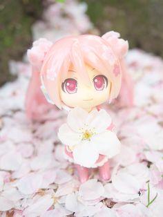 Sakura Miku: Bloomed in Japan by reonov #vocaloid #pink #nendoroid #figure