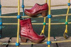 מה ההרגשה שלך -  יהיה חורף עם הרבה גשם או שלא? מה שבטוח, יהיה גשם של נעליים יפות ונוחות.  נעלי קלאסיק, נעליים שאוהבות אותך ויצמן 70, כפר סבא מול קניון ערים  לדף הפייסבוק של נעלי קלאסיק: https://www.facebook.com/classic70?ref=hl