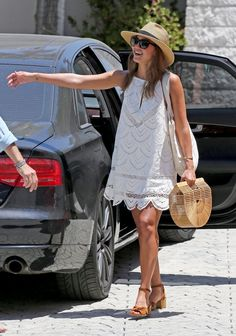 This lace eyelet swing dress is adorable The hat sunglasses are perfect Jessica Alba outfit Jessica Alba Outfit, Jessica Alba Style, Jessica Alba 2017, Jessica Alba Beach, Jessica Alba Fashion, Robe Swing, Swing Dress, Street Style, Street Look