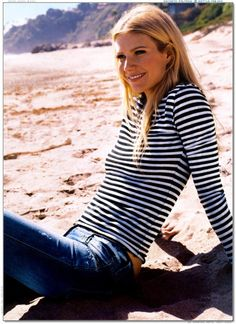 Gwyneth Paltrow ♥ - love this clean, beachy look. casual but pulled together. When you're skinny you can pull off the simplest looks so well! Gwyneth Paltrow, Looks Street Style, Looks Style, Style Me, Jane Birkin, Elizabeth Taylor, Look Fashion, Timeless Fashion, Classic Fashion