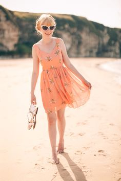 Oh Rebecca, why did you go blonde? You're my redheaded fashionista! Oh well, I still like this cute dress.