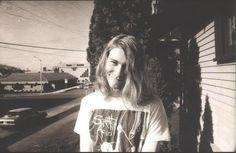 Grunge é um movimento musical, derivado do Rock e se desenvolveu-se nos anos 90 no estado norte-americano de Washington, na cidade de Seattle, sendo popularizado no Mundo pelo Nirvana. É constituído por temas como alienação social, apatia, desejo de liberdade e rebeldia. Ao contrário das outras vertentes do rock, o Grunge  é  mais desleixado, preferindo o aspecto sujo e quase que selvagem, eternizado por Kurt Cobain e na sua complexa relação amorosa com Courtney Love.