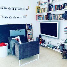 #pokojdziecka #pokojchlopca #kanapa #ksiazka #kidsroom #childrenroom #sofa Kidsroom, Magazine Rack, Sofa, Cabinet, Storage, Furniture, Home Decor, Bedroom Kids, Clothes Stand