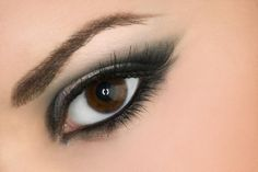 Make up for almond shaped eyes
