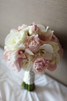 White and pink bouquet. Love it!