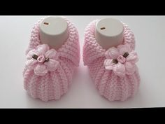 Baby Booties Knitting Pattern, Knitted Booties, Crochet Baby Booties, Crochet Slippers, Baby Knitting Patterns, Baby Patterns, Crochet Hooded Scarf, Baby Slippers, Crochet Videos
