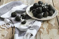 These Spirulina Energy Globes are simple, delicious, and pack a punch of protein and energy! Made with raw nuts, seeds, dried fruit, cocoa, and spirulina!