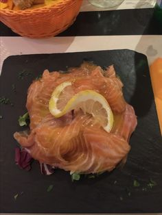 Salmone marinato con letto di insalata mista 😍 Ethnic Recipes, Food, Essen, Meals, Yemek, Eten