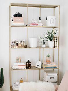 Bookcase envy! 5 bloggers with great shelfies | Kate la vie bookcase shelfie