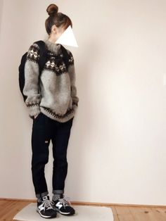 sweater, jeans, new balance sneakers Androgynous Fashion, Tomboy Fashion, Fashion Outfits, Womens Fashion, Types Of Clothing Styles, Cool Outfits, Casual Outfits, Sneakers Looks, Japanese Outfits