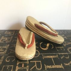 Vintage Japanese Zori Shoes in Patterned Gold Lame w/Marron Velvet Accents, gata, vintage shoes, antique Zori, traditional Japan, by TheDustyWingVintage on Etsy Smoking Effects, Boho Beautiful, Gold Lame, Gold Fabric, Velvet Fashion, Vintage Shoes, Vintage Japanese, Bohemian Decor, Etsy Vintage