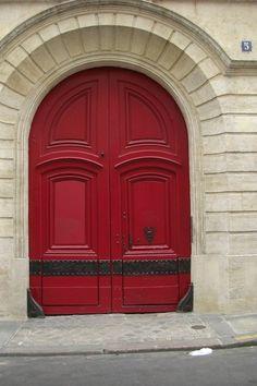 rue des lions saint-paul-red door-0386-resized-210509