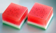 watermelon soap diy how to make soap diy rock soap diy Homemade Beauty, Homemade Gifts, Diy Beauty, Diy Gifts, Diy Savon, Do It Yourself Baby, Soap Tutorial, Think Food, Bath Soap