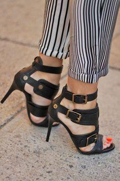 striped trousers & stilettos pantalones en rayas y tacones