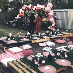 DIY outdoor pallet tables ideas DIY outdoor pallet tables ideas The post DIY outdoor pallet tables ideas appeared first on Pallet Diy. Decor Eventos, Deco Baby Shower, Bridal Shower, Baby Showers, Outdoor Dinner Parties, Garden Parties, Boho Garden Party, Outdoor Birthday Parties, Outdoor Party Decor