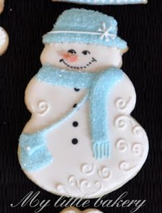 All the cookie decorating tutorials, tips, recipes and color help you need to make easy and fun decorated sugar cookies! Snowman Cookies, Christmas Sugar Cookies, Christmas Sweets, Blue Christmas, Holiday Cookies, Christmas Baking, Christmas Mantles, Victorian Christmas, Vintage Christmas