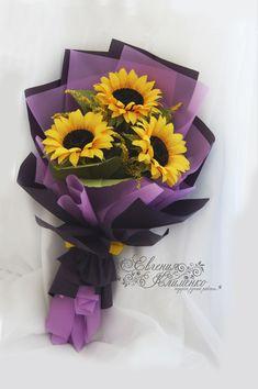 Felt Flower Bouquet, Gift Bouquet, Flower Bouquet Wedding, Beautiful Flower Arrangements, Beautiful Bouquet Of Flowers, Sola Wood Flowers, Paper Flowers, Flower Shop Decor, How To Wrap Flowers