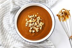 This Easy Spicy Peanut Sauce is creamy sweet salty and slightly spicy all in one. It only takes 5 minutes! Epicure Recipes, Cooking Recipes, Asian Recipes, Healthy Recipes, Easy Peanut Sauce, Cream Cheese Wontons, Sweet Peanuts, Homemade Sauce, Sweet And Salty