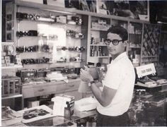 David Burnett at Shutterbug Camera shop: Salt Lake City circa 1965. © 2015 David Burnett/Contact Press Images