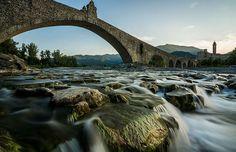 A incrível arquitetura da Ponte Gobbo, na província de Piacenza, na Itália