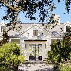 I'll have whatever they're having. Love this exterior design with classic shapes and modern details. @bevanassociates