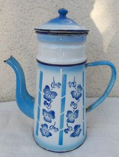 ANCIENNE CAFETIERE EMAILLEE COMPLETE Vintage Enamelware, Vintage Tins, Service Assiette, French Coffee, Enamel Ware, Cafetiere, Antique Items, Shabby, Hot Chocolate