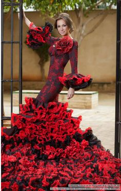 Atelier Rima. Reportaje en la Revista Sevilla Magazine. Flamenco Costume, Flamenco Skirt, Flamenco Dancers, Beautiful Dresses, Nice Dresses, Estilo Cowgirl, Spanish Dress, Flamingo Dress, Evening Dresses