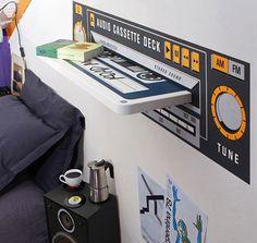 Para um quarto de adolescente uma mega-fita-cassete....