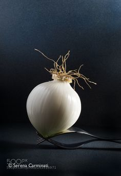 Pic: Peeled white onion on forks