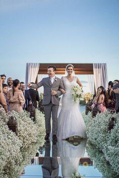 """""""O verdadeiro amor nunca se desgasta. Quanto mais se dá mais se tem.""""      #universodasnoivas #noiva #weddings #weddingday #weddingdress #casamento #casamentos #vestido #vestidos #vestidodenoiva #madrinha #evento #foto #fotografo #bomdia #naturalhair #makeup #boxbraids #junebugwedding #bridalcouture #instabride #luxurywedding #weddinspiration  62 98562-1313  www.hevelyngontijo.com.br"""