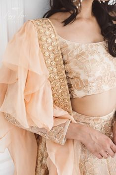 Luxurious rose gold heavy threadwork blouse and lengha set with organza frill stole. Perfect for a brides sister. Lehenga Dupatta, Gold Lehenga, Lehenga Blouse, Bridal Lehenga, Lehenga Designs, Sari Blouse Designs, Ethinic Wear, Designer Party Wear Dresses, Bride Sister