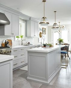 White kitchen is never a wrong idea. The elegance of white kitchens can always provide . Elegant White Kitchen Design Ideas for Modern Home Light Grey Kitchens, Gray And White Kitchen, Bright Kitchens, Kitchen With Grey Floor, Gray Floor, Gray Kitchens, Kitchen With Window, White Kitchens Ideas, Modern White Kitchens