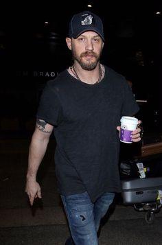 Tom al suo arrivo in aeroporto a L.A il 15/12/15