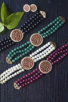 South India Jewels is a one stop destination to shop stunning South Indian Jewellery Designs. Pearl Necklace Designs, Gold Earrings Designs, Gold Jewellery Design, Diy Indian Jewelry, Silver Jewellery Indian, Beaded Choker, Beaded Jewelry, Gold Jewelry, Bridal Jewelry Vintage