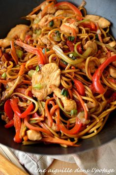 Chow mein au poulet - The Best Authentic Mexican Recipes Asian Recipes, Mexican Food Recipes, Healthy Recipes, Ethnic Recipes, Diner Recipes, Cooking Recipes, Chow Mein Au Poulet, Low Carb Brasil, Chicken Chow Mein