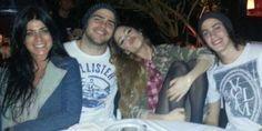 """¡Ahora sí! La primera foto real de Martina """"Violetta"""" Stoessel y Peter Lanzani, juntos http://www.ratingcero.com/c108256"""