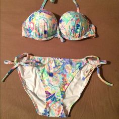 Vs Push up bikini!! I paid full price for this bikini so no low ballers please.. It was 69 plus tax for the set and is brand new with the liner still in the bottoms. I purchased it off the website so there are no tags. The top is a 34 C and the bottoms are a large.   ** For swaps** I will only swap for another vs bikini of equal value, newer vs items, northface rain jacket, miss me shorts, and a few other things if they catch my eye.   ***The price is negotiable, just message me with…