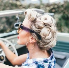Fine Elegant Retro Hairstyles 2019 - Vintage Hairstyles for Women A Retro Hairstyle . - Fine Elegant Retro Hairstyles 2019 – Vintage Hairstyles for Women A retro hairstyle can give you - Looks Rockabilly, Rockabilly Hair, Blonde Updo, Vintage Updo, Look Vintage, Retro Vintage, Hair Styles Vintage, Vintage Makeup, Vintage Pins