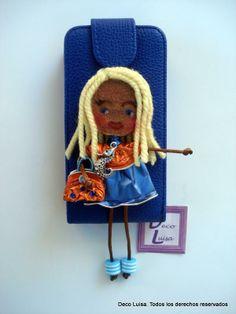 Funda de móvil decorada con muñeca Georgina De Luxe.