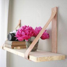 Une étagère suspendue en cuir - Marie Claire Idées