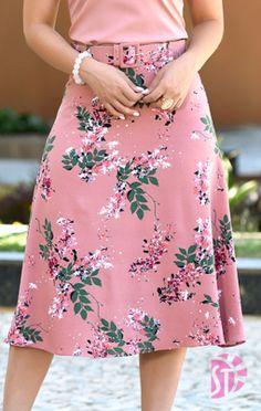 Saia midi evangélica sol da terra 03473 in 2019 Skirt Outfits Modest, Dress Skirt, Dress Outfits, Midi Skirt, Cute Fashion, Trendy Fashion, Womens Fashion, Elegant Dresses, Cute Dresses