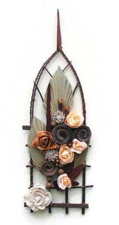 Pálmaleveles-rózsás falidísz Ornaments, Flowers, Christmas Decorations, Royal Icing Flowers, Ornament, Flower, Florals, Floral, Decor