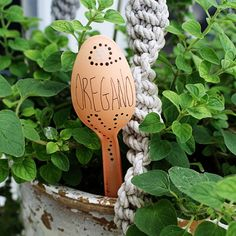 Make beautiful garden markers from ordinary plastic spoons! A pretty way to dress up your garden.
